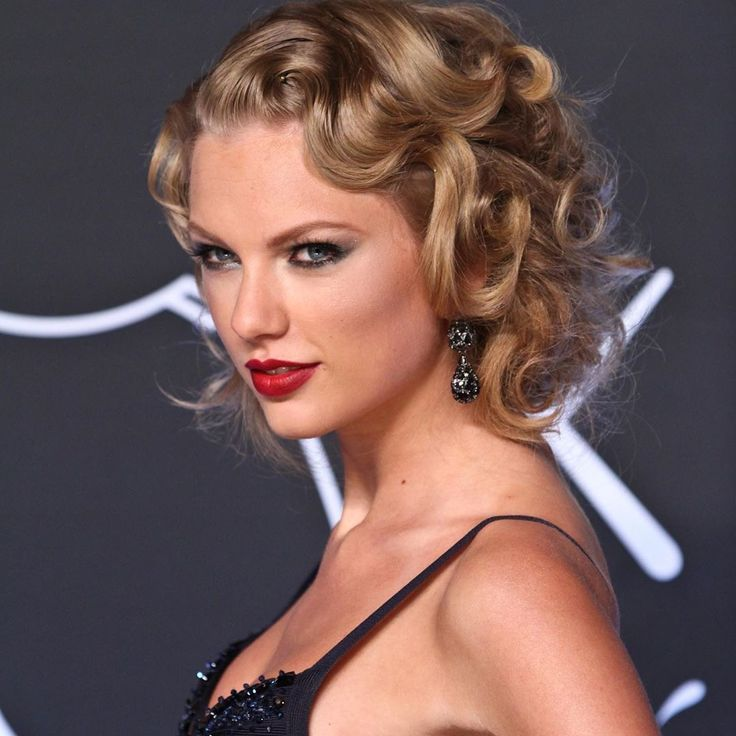 Pin by claire☭⚢ on taylor swift | Taylor swift updo ...