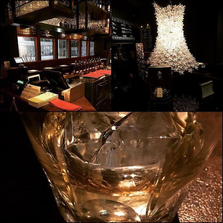 今日は運用でお世話になってる社長とその仲間と漢飲み( ˊˋ ) ウィスキーバランタイン17年が美味でした 生のピアノ演奏最高ですドライイチジク大好き#MOUTON#漢飲み#ピアノ演奏