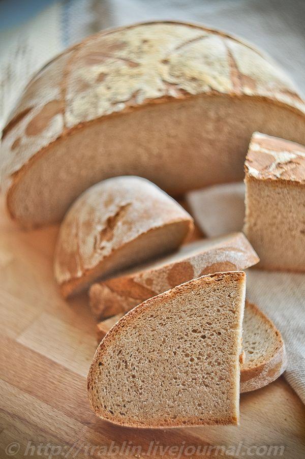 """Слово """"белый"""" я взял в кавычки, потому цвет мякиша говорит сам за себя - это серый хлеб. Источник: Ершов П.С. - Сборник рецептур на хлеб и хлебобулочные изделия, 1986 г. стр. 31. Это базовый хлеб и знакомиться с мукой 2 сорта лучше именно по этому рецепту. Хотя, полноту вкуса хлеба из муки 2 сорта,…"""