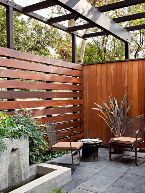 Mitte Des Jahrhunderts Moderne Terrasse Mit Hölzernen Horizontalen Und  Vertikalen Zaun