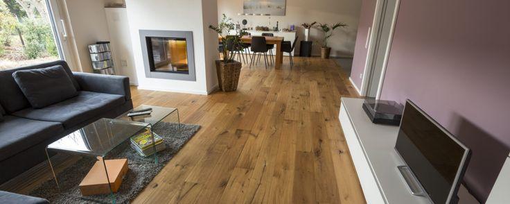 Parkettboden Eiche Camino in Wohnbereich verlegt. Tolle Oberfläche mit beieindruckender Struktur und Hobelung