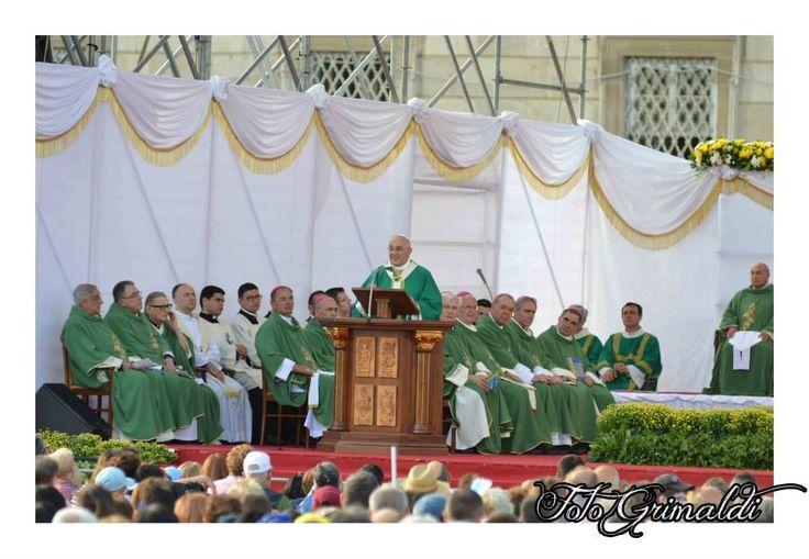 Buon compleanno, papa Francesco a cura di Redazione - http://www.vivicasagiove.it/notizie/buon-compleanno-papa-francesco/