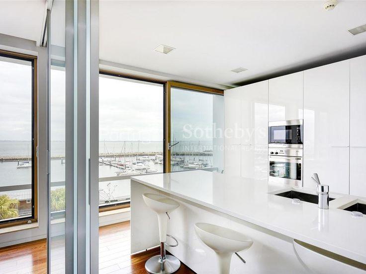 Duplex+de+Luxo+5+quartos+/+Lisboa,+EXPO+-+Contemporâneo+e+exclusivo+  Magnífico+duplex+contemporâneo,+composto+por+cinco+suites+e+um+quarto+de+empregada.+Situado+na+primeira+linha+da+zona+sul+do+Parque+das+Nações,+conta+com+um+fantástico+terraço+e+pré+instalação+de+piscina.+A++vista+privilegiada+sobre+a+marina+e+o+elevador+interno,+tornam+este+apartamento+num+dos+mais+especiais+de+toda+a+Expo.+