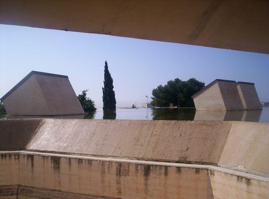 Conjunto Fundacion Pilar i Joan Miro: Rafael Moneo / Josep LLuis Sert. Palma de Mallorca | Plataforma Arquitectura. Cubierta invertida con agua.