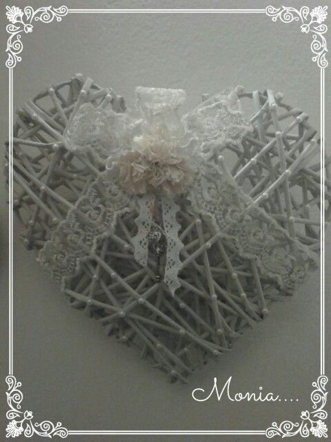 Cuore schabby realizzato con cannucce di carta