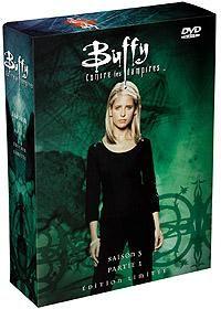 1ère PARTIE de La saison 3 de Buffy contre les vampires, composée de 22 épisodes, raconte l'histoire de Buffy Summers, depuis sa descente dans une dimension démoniaque où elle accepte à nouveau son rôle de Tueuse, à la cérémonie de remises de diplômes du Lycée de Sunnydale où l'ascension du maire est stoppée.