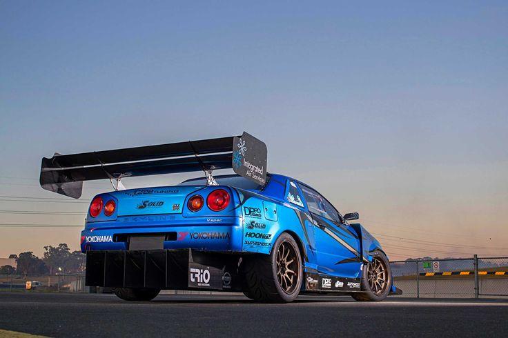 1999 Nissan GT-R V-Spec (R34) - Open Season  http://www.superstreetonline.com/features/1704-1999-nissan-gt-r-v-spec-r34-open-season/