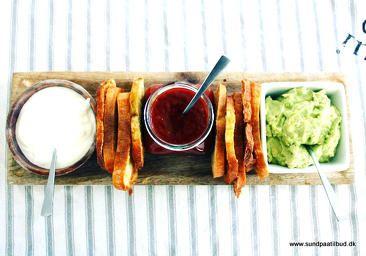 En lækker og lidt sundere snack  BRØDCHIPS MED 3 SLAGS DIP  Find opskriften på www.sundpaatilbud.dk