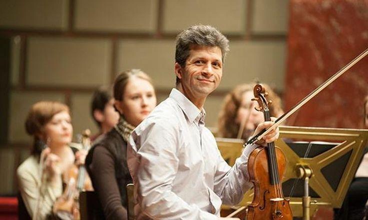 Bogdan Zvorișteanu cântă pe vioara Gagliano la Sala Radio - http://herald.ro/evenimente/muzica/bogdan-zvoristeanu-canta-pe-vioara-gagliano-la-sala-radio/
