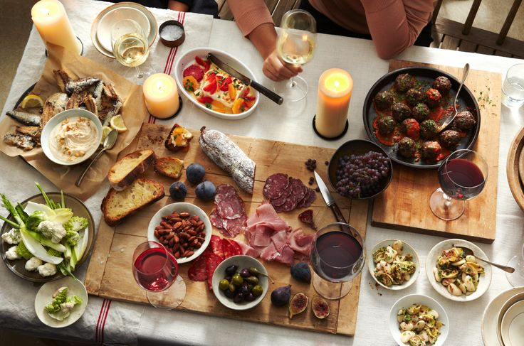 Learn how to host an Instagram-worthy Italian dinner party with Elle Magazine and our own social media maven Rosie D'Argenzio. Read on to get her tips!