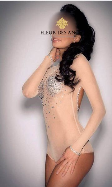 Maria- Vip #escort London, She is built like an action star, brunette, fit, with lots of muscle tone and definition.