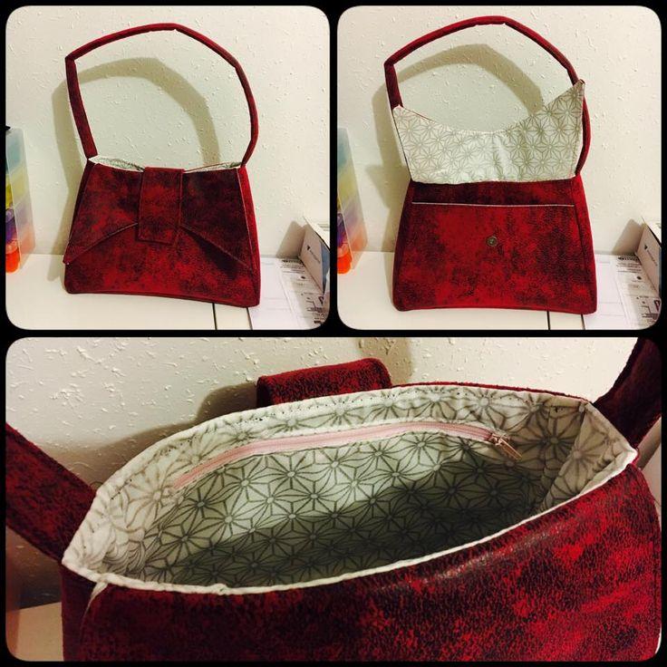 Sac à main Ava cousu par Émilie en simili vieilli rouge - Patron couture http://sacotin.com/boutique/patron-de-sac-ava/