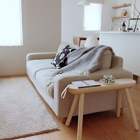 We are Selling a lot our furnitures in Japan and i Think this wonderful picture of SHEEP BENCH from @nika.home in Japan shows very Well that the Scandinavian style is NOT only Scandinavian #japan #norrmade #interior #interiordesign #interiør #interiors #bench #tabledecor #design #scandinavian