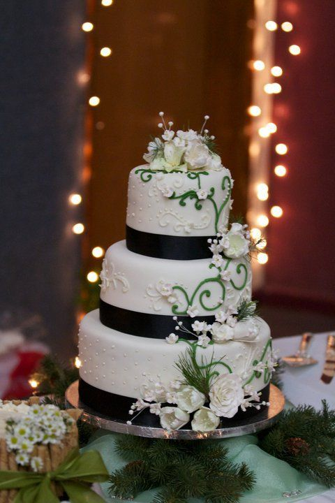 winter wedding cakes beautiful winter wedding cake green black and white 27557