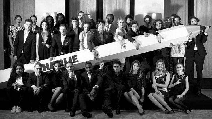 les 32 jeunes acteurs et actrices en lice pour les Révélations des César 2015 ont posé ensembles pour soutenir <i>Charlie Hebdo</i>.