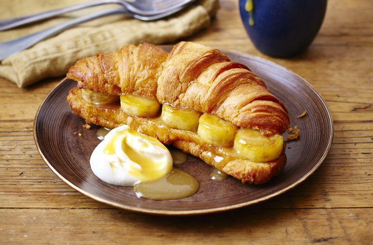 Tesco Finest édes corissant, sós karamella mártással, az igazi ínyenceknek. Próbáld ki reggelire is! :) #tesco #finest #tescofinest #reggeli #croissant #karamella #banan #recept