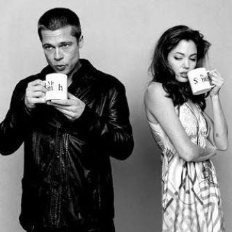 brad pitt y angelina jolie tomando cafe
