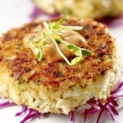 Deviled Louisiana Blue Crab Cakes with Smoky Rémoulade Sauce recipe - watch out these are addicting! #Louisiana #seafood #recipes