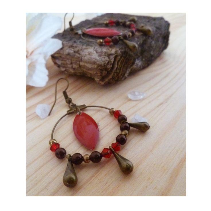 boucles doreilles cannelle pendentif feuille de perles couleur rouge bordeaux et bronze
