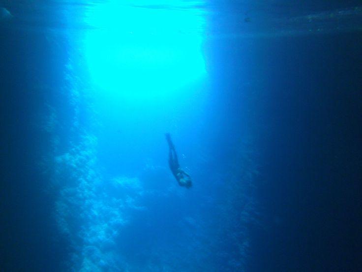 Baignade dans Swallows cave. Le terme est tout à fait approprié, l'eau est aussi transparente que dans un bain! #Tonga