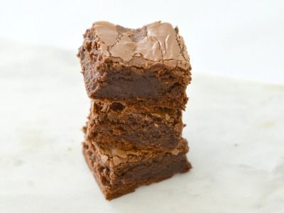 I have been meaning to make these 3 Ingredient Nutella Brownies for so long, and was so excited last week to finally have some time to put these together.