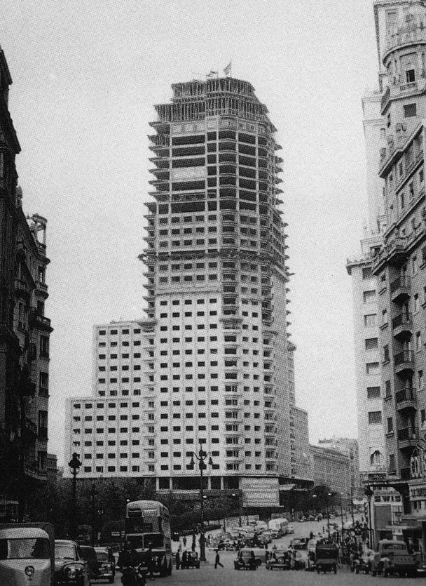 [ La torre de Madrid en construcción - 1956 ]
