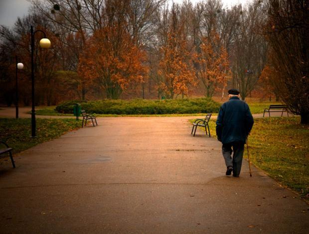 Følelsen af ensomhed kan give betændelse i hjernen, viser forskning. Vi skal have en holistisk tilgang og tackle de bagvedliggende problemer og ikke kun behandle medicinsk, mener denne professor.