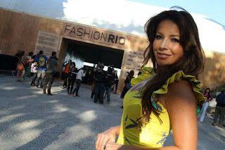 News Renata Dominguez: Renata Dominguez confere desfiles no Fashion Rio