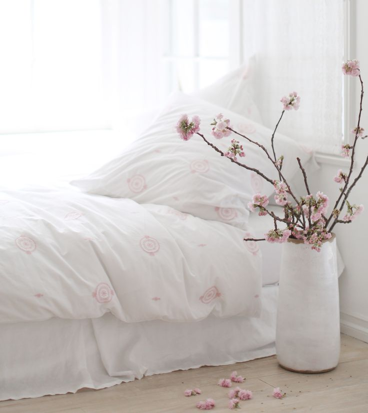 Dream A Little Dream. Clean White Bedding With Pink