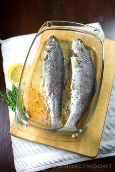 Eet eens wat vaker vis zoals forel met rozemarijn uit de oven. Simpel en snel klaar want de oven doet haar werk.