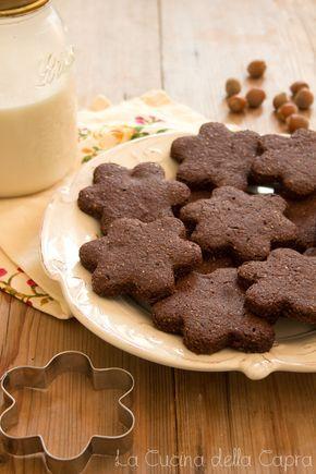 Biscotti al cacao e nocciole e autoproduzione del latte di nocciole
