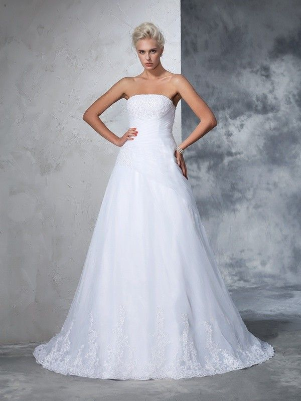 Ball Gown Strapless Applique Sleeveless Court Train Net Wedding Dresses DressyWell