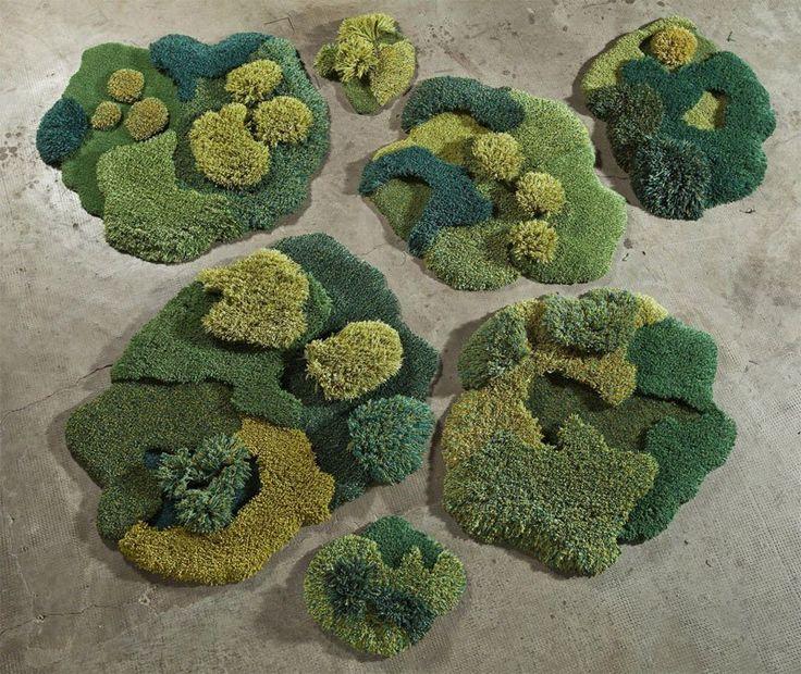 Исполнитель Создает единственный в своем роде ковры, которые выглядят как пышные зеленые ландшафты
