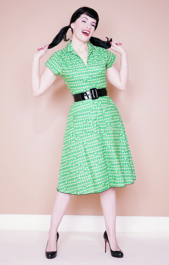 Rachel Green Bees Waitress Dress size XS only - Bernie Dexter