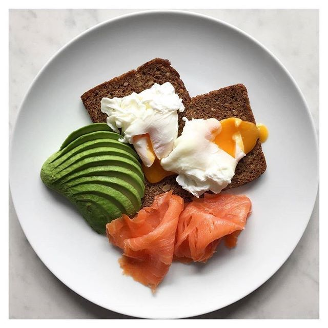 OH WOW   @thehealthynutritionist has come up with a beauty for breakfast this morning -- We've got MAJOR food envy here at MF HQ  this morning