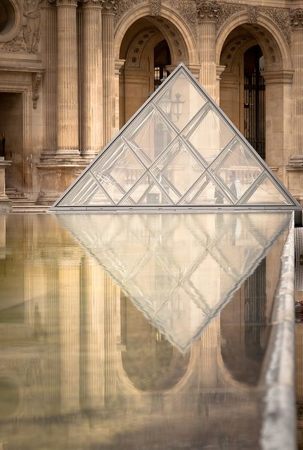 the reflection of louvre...