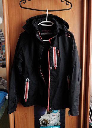 Kupuj mé předměty na #vinted http://www.vinted.cz/damske-obleceni/bundy/13476596-cerna-sportovni-bunda-s-koziskem