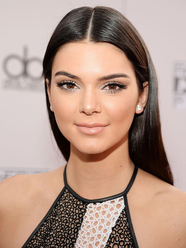 Kendall Jenner kicks off holiday makeup season with her sparkly eyes at the American Music Awards...