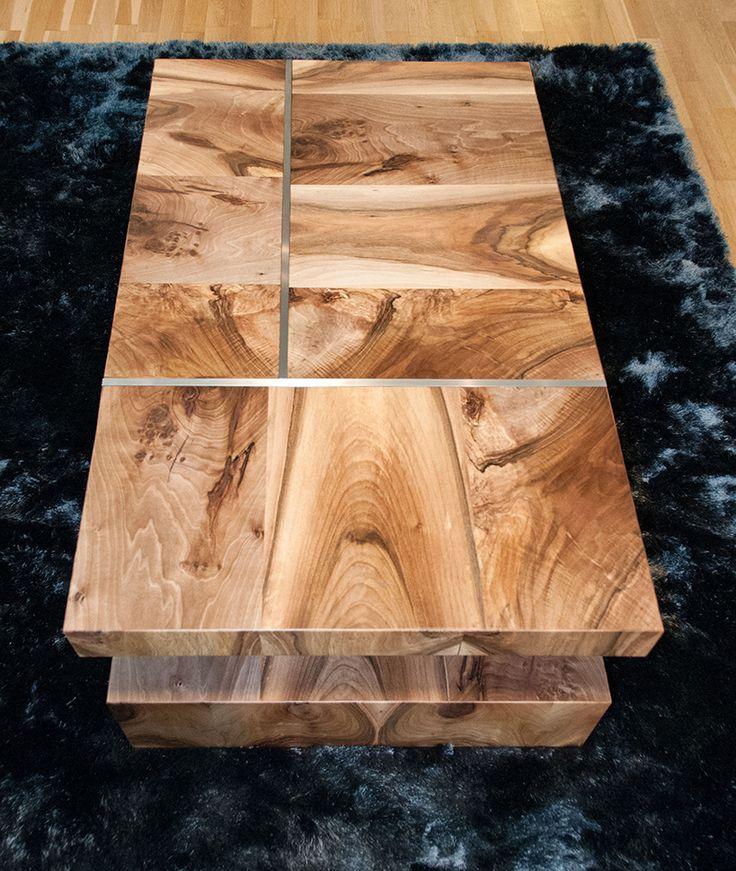 Návrh a realizace konferenčního stolu na míru. Nechali jsme vyniknout krásu dřeva v kontrastu s nerezovou konstrukcí, která se propisuje do desky stolku.  © GeddesKaňka, s.r.o.