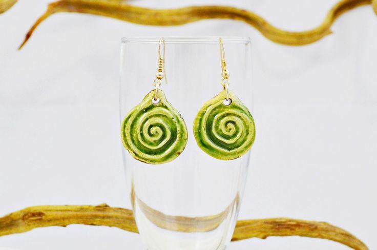 Keramik Ohrringe - Ohrringe, grün, Keramik, runde Form, Scheiben - ein Designerstück von KeramikKunst-BWB bei DaWanda