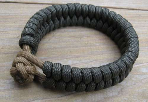 In-and-out Paracord Bracelet
