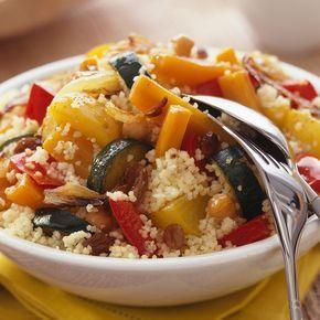Ce couscous végétarien est très simple à la réalisation et la cuisson est très rapide. Ce plat est idéal pour vous les végétariens, n'hésitez pas à nous donner votre avis ! Ingrédients 300 gr de semoule de couscous 1 cas d'huile d'olive 2 oignons coupés en lamelles 2 poivrons verts coupés en dés 4 carottes …