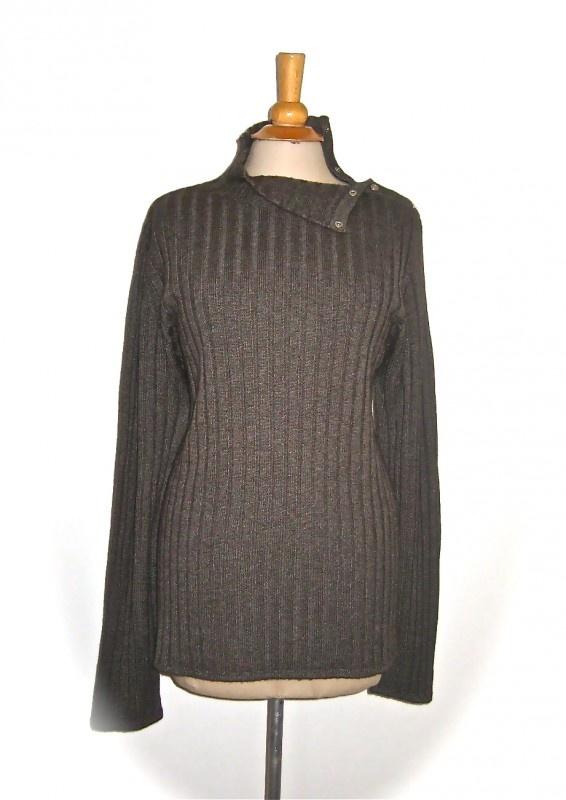 Prachtige trui van Hermes in absolute nieuwstaat. Maat L. Meet oksel oksel zonder rek 55 cm, met rek 80 cm, lengte is 70 cm.