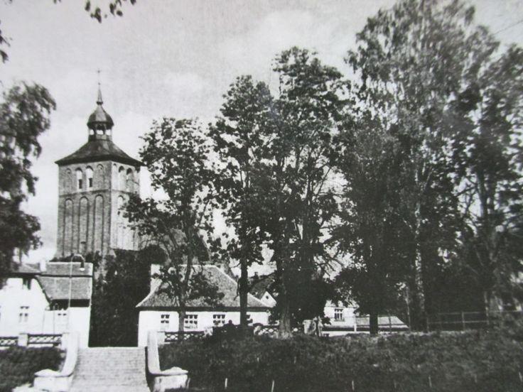 WEHLAU, Ostpreussen -  Kirche mit Vorplatz