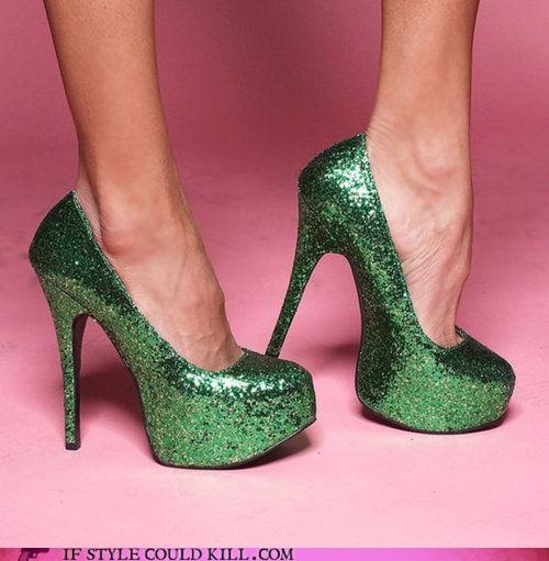 Green glitter shoes!  AH-mazing.: Green Glitter, Fashion, Girl, Green Pumps, Style, Stpattys, Sparkle, Glitter Heels, Shoes Shoes