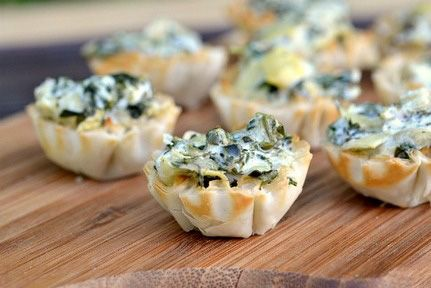 Mini spinach artichoke dip bites. Yum.: Phyllo Cups, Spinach Artichoke Dip, Recipe, Mini Spinach, Artichokes, Appetizers, Dip Bites, Dips, Party Food