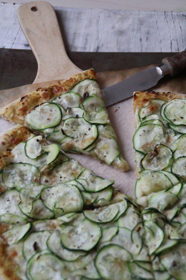Pizza med squash og pesto