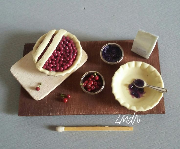 DIY FAKE FOOD - miniature prep cherry pie and blueberries tart tray 1/12