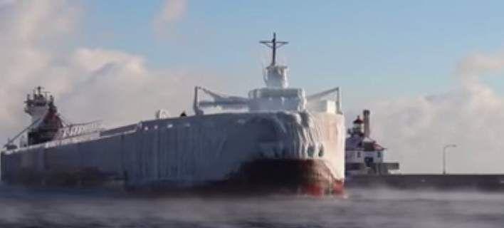 Πλοίο... παγόβουνο μπαίνει σε λιμάνι στη Μινεσότα - Είναι καλυμμένο από πάγο (βίντεο)