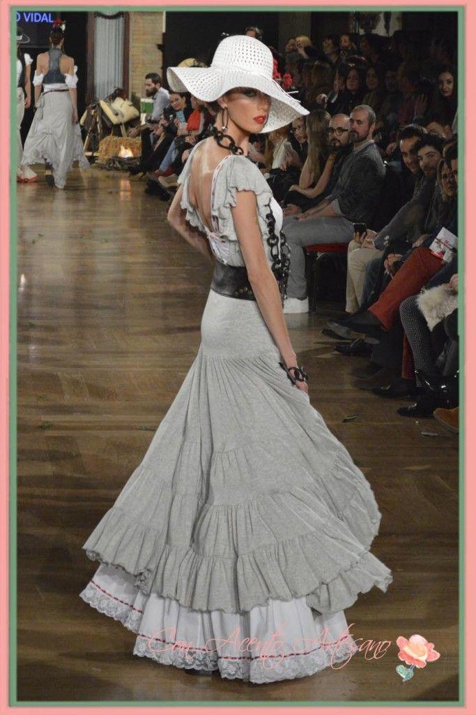 Bata rociera gris de Sergio Vidal en We Love Flamenco 2015